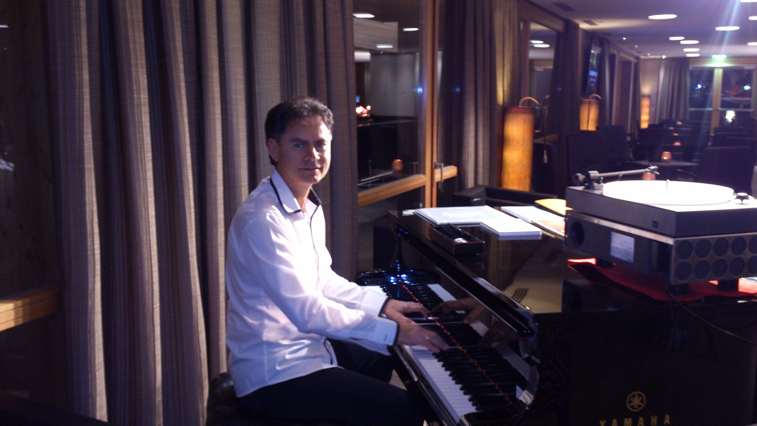 Sänger und Pianist Adam